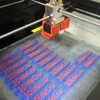 Процесс печати двухцветных 3D брелков